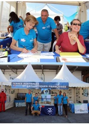 """Dédicace timbres et expo panneaux TAAF Journée"""" Marion Dufresne"""" - Le Port Réunion"""